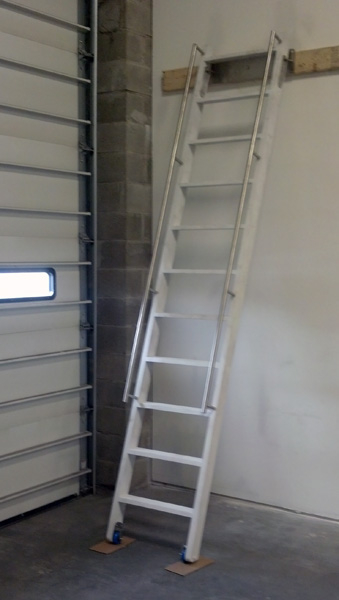 White Ship Ladder with Rails - SL17